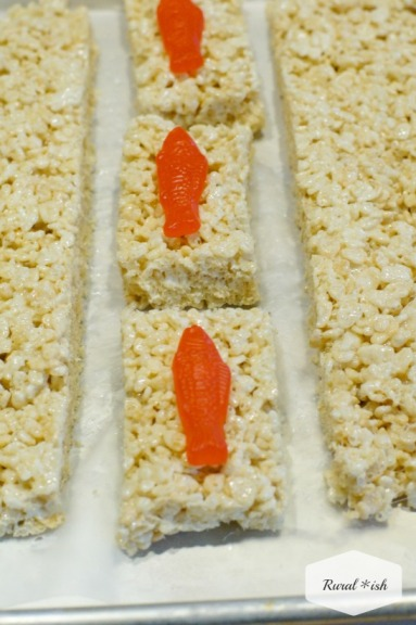 How to make rice krispy sushi